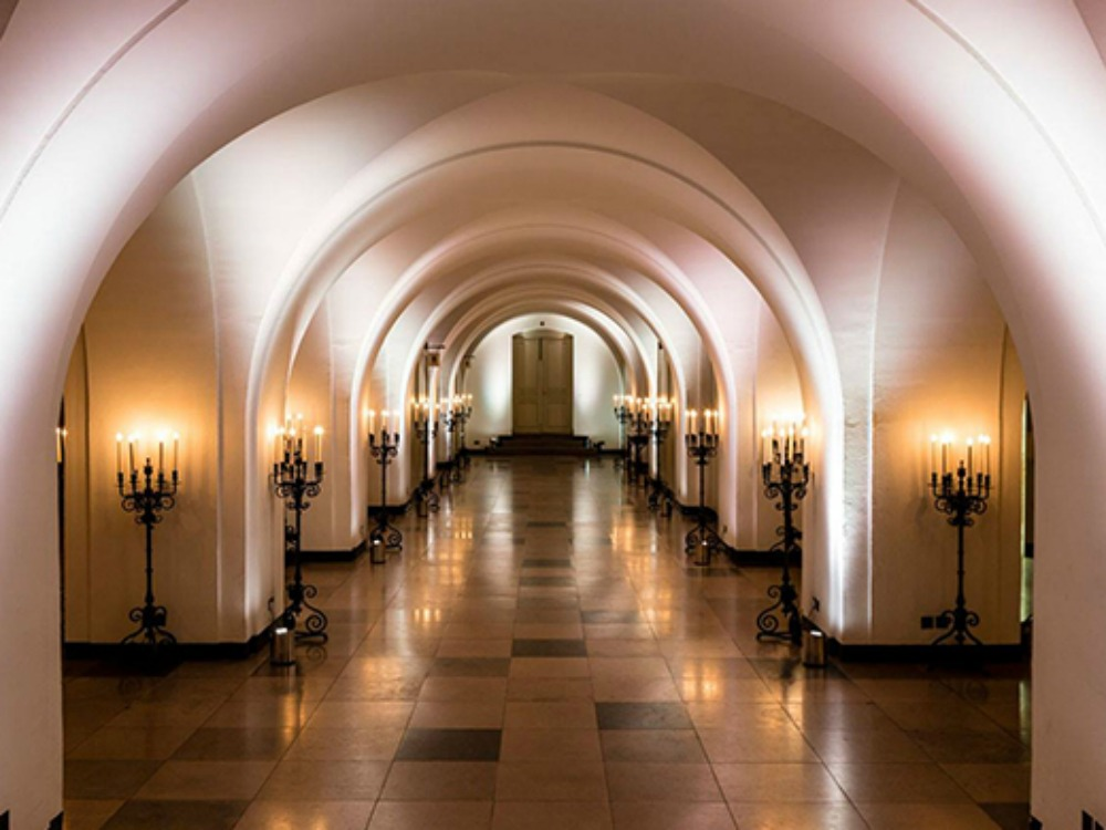 Walk down the halls of Banqueting House
