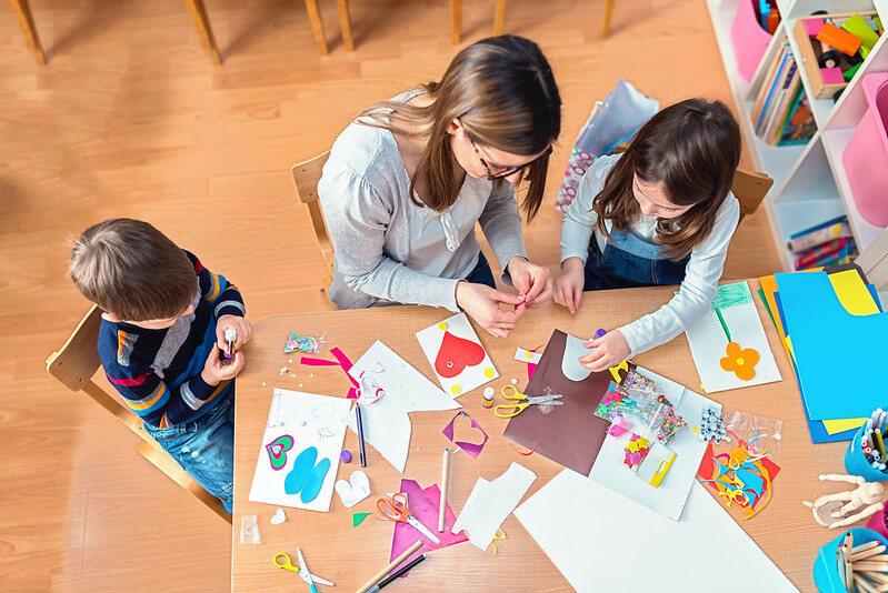children at london art class