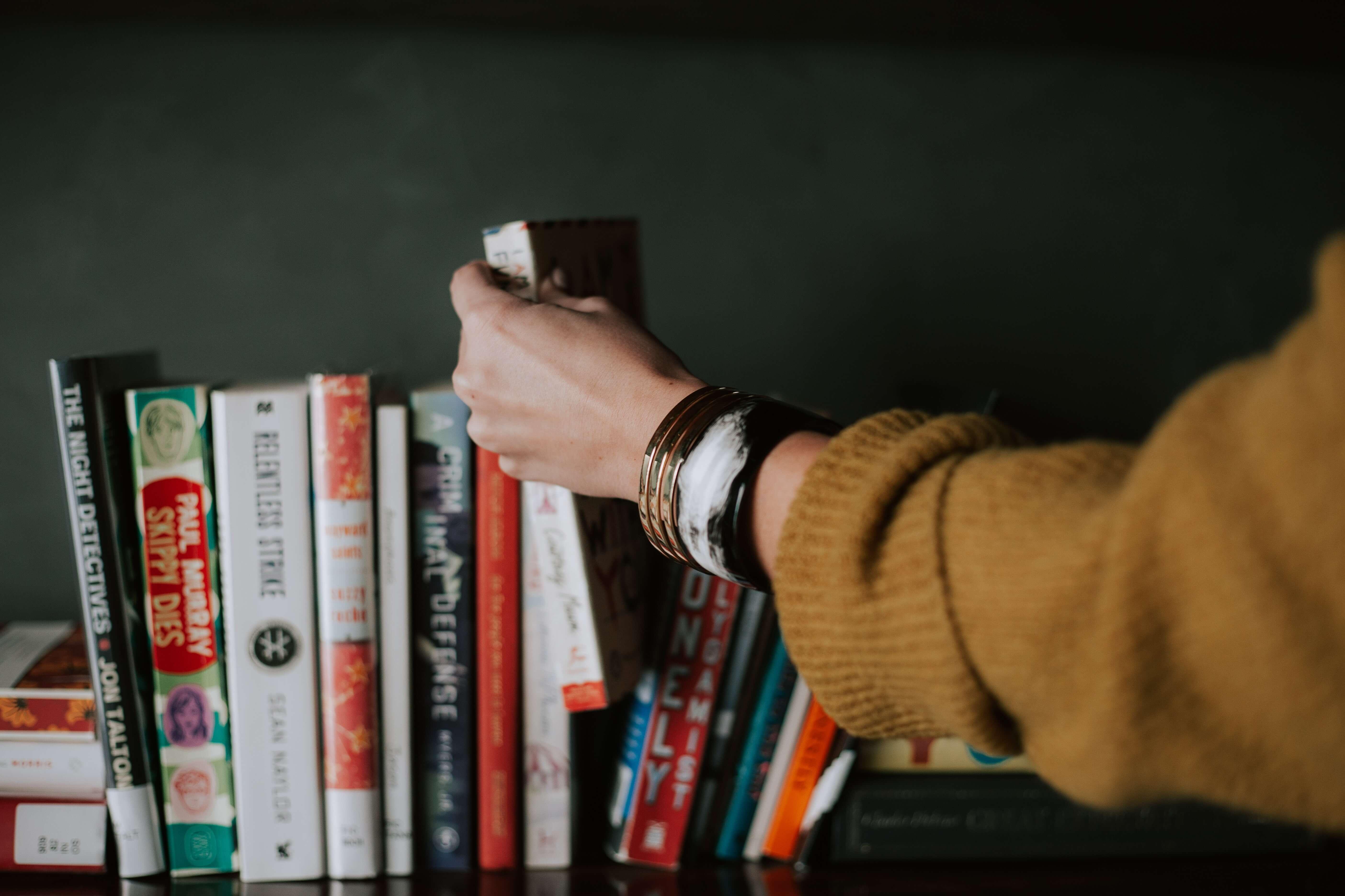 child choosing good book