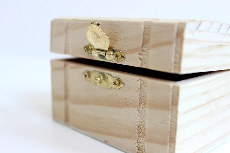 Box to store children's art