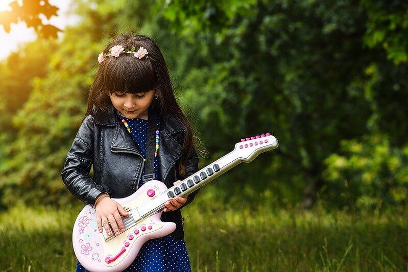 kid sing along guitar