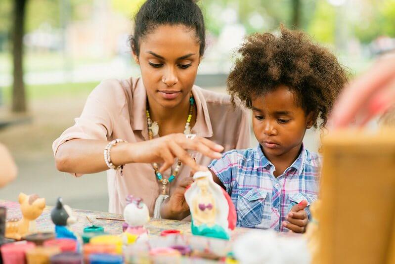 child and mum at art class