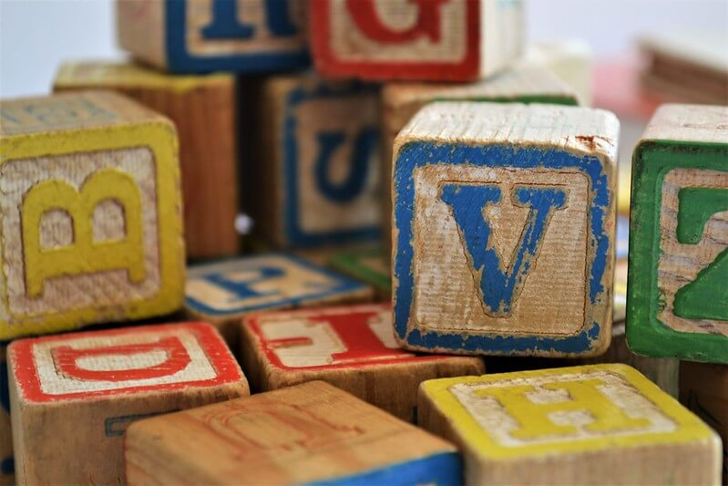 Letter learning game, great block activities for preschool kids