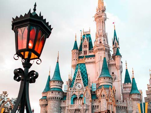 Enjoy a walking tour of Orlando on your virtual holiday