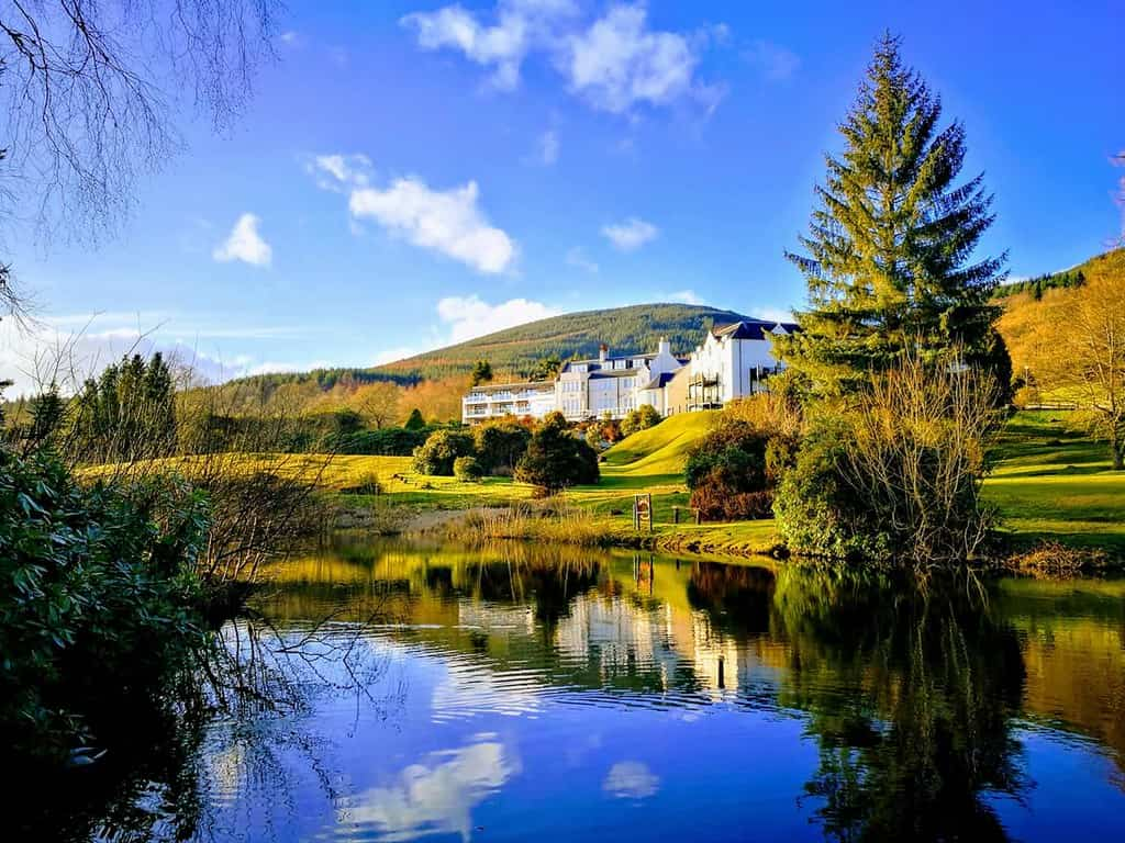Hotel located in the beautiful highlands overlooking water.