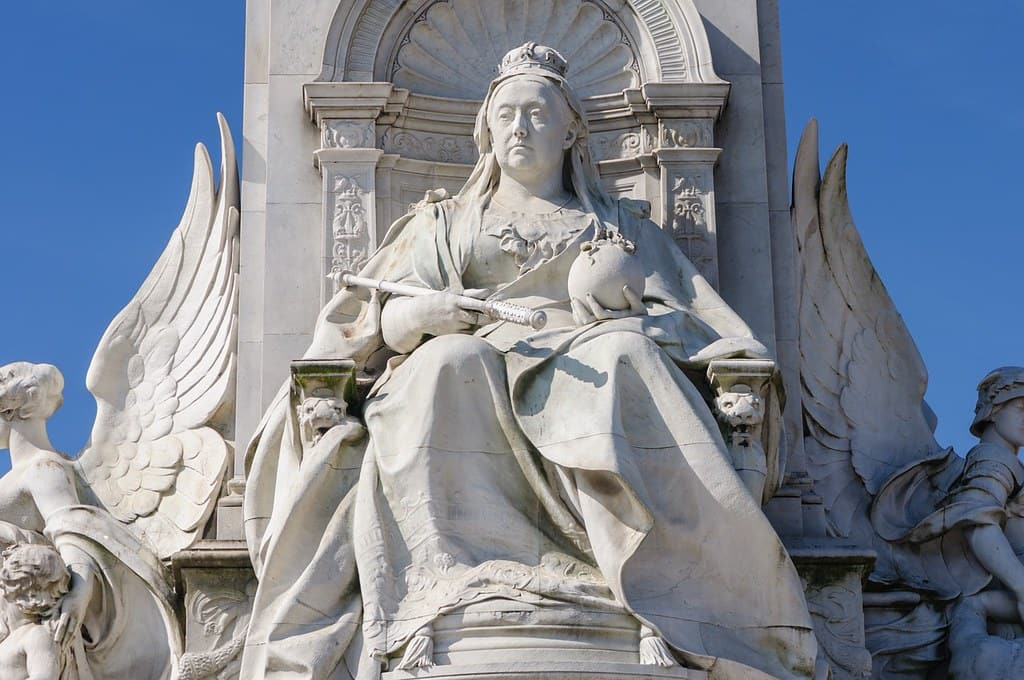 White stone statue of Queen Victoria.