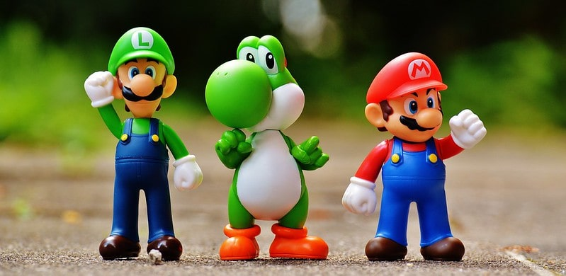 Super Mario Bros characters figures: Luigi, Yoshi and Mario.