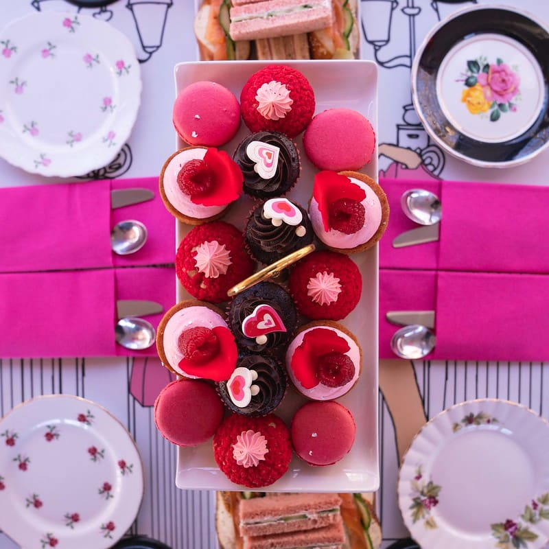 Bird's-eye view of a pretty afternoon tea cupcake set.