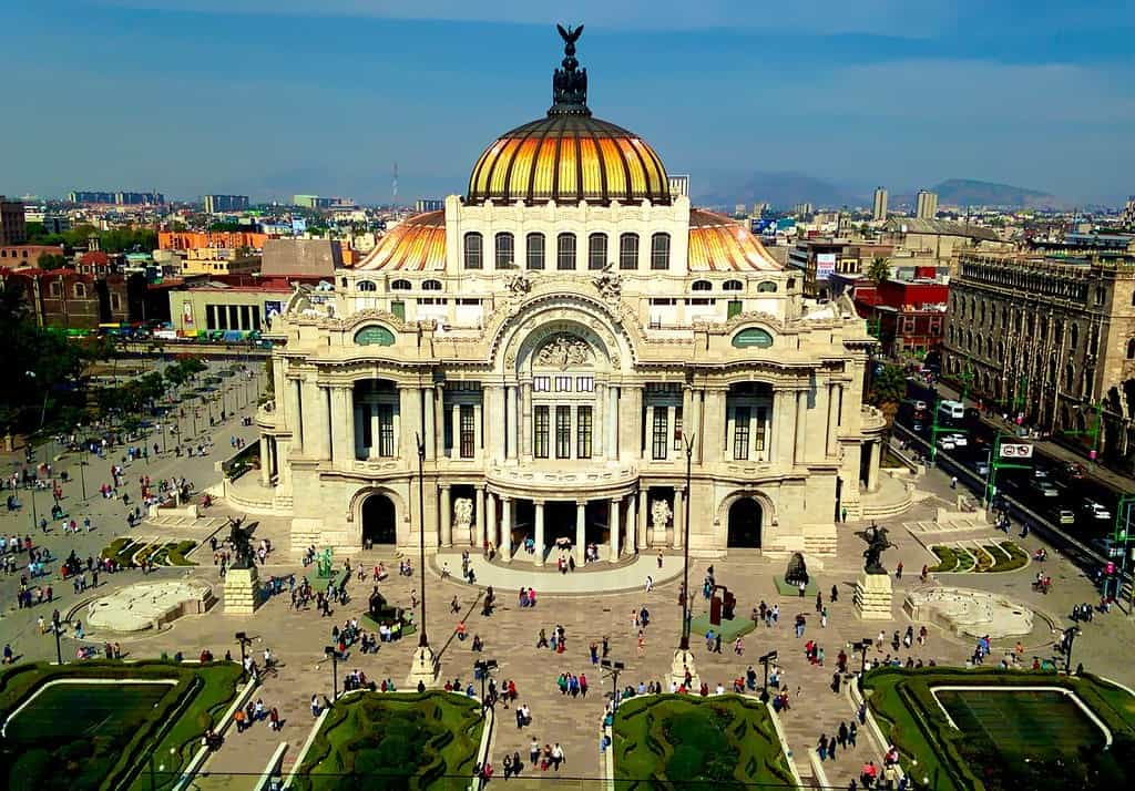 The Palacio de las Bellas Artes in the centre of Mexico City.