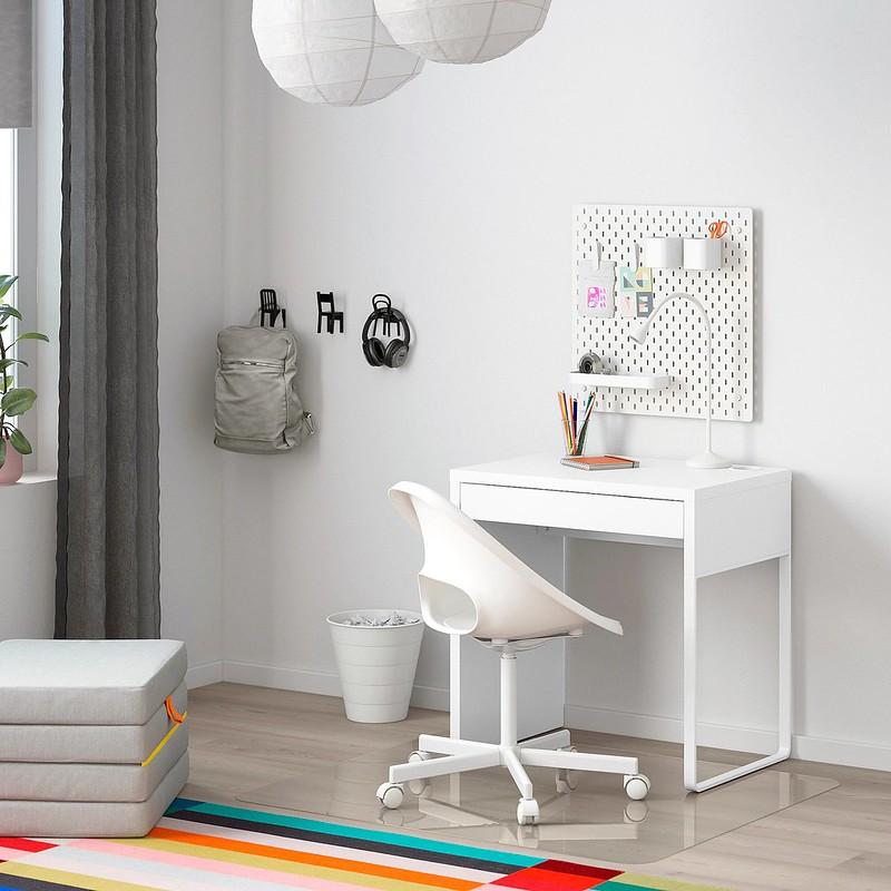 IKEA MICKE Desk.