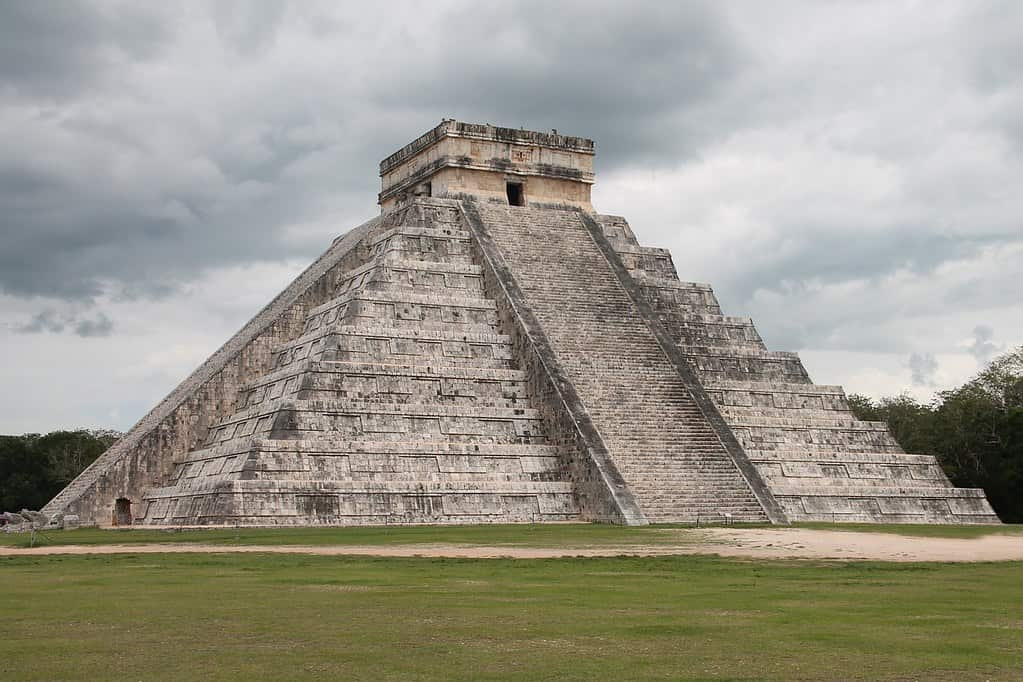 Main pyramid at Chichén Itzá, an iconic example of Mayan architecture.