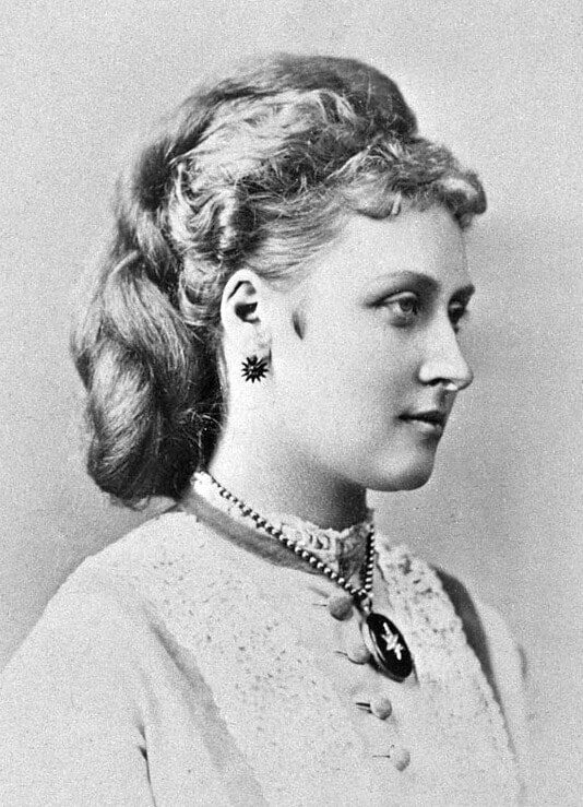 Black and white portrait of Queen Victoria's daughter, Princess Louise.