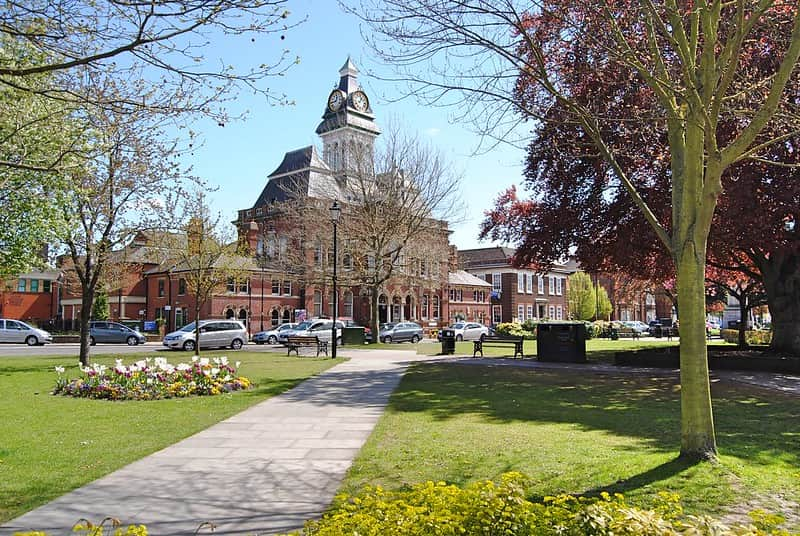 Grantham town centre and Guildhall on a bright, sunny day.