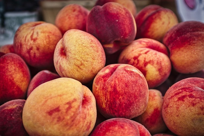 Pile of juicy peaches.