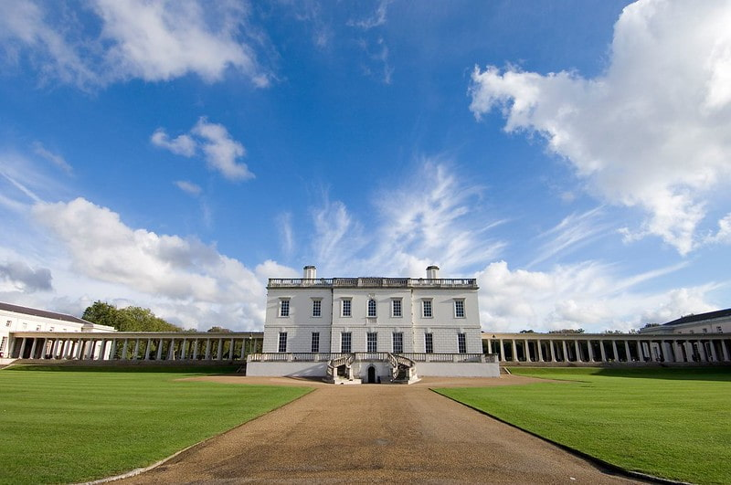 A frontal view of the Queen's House in Greenwich on a clear day.