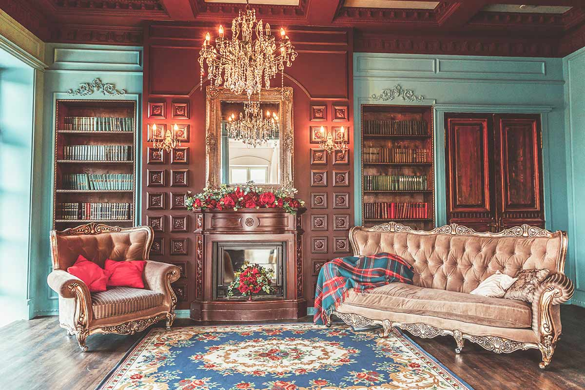 A luxurious and nicely decorated Victorian living room in a house belonging to a rich person.