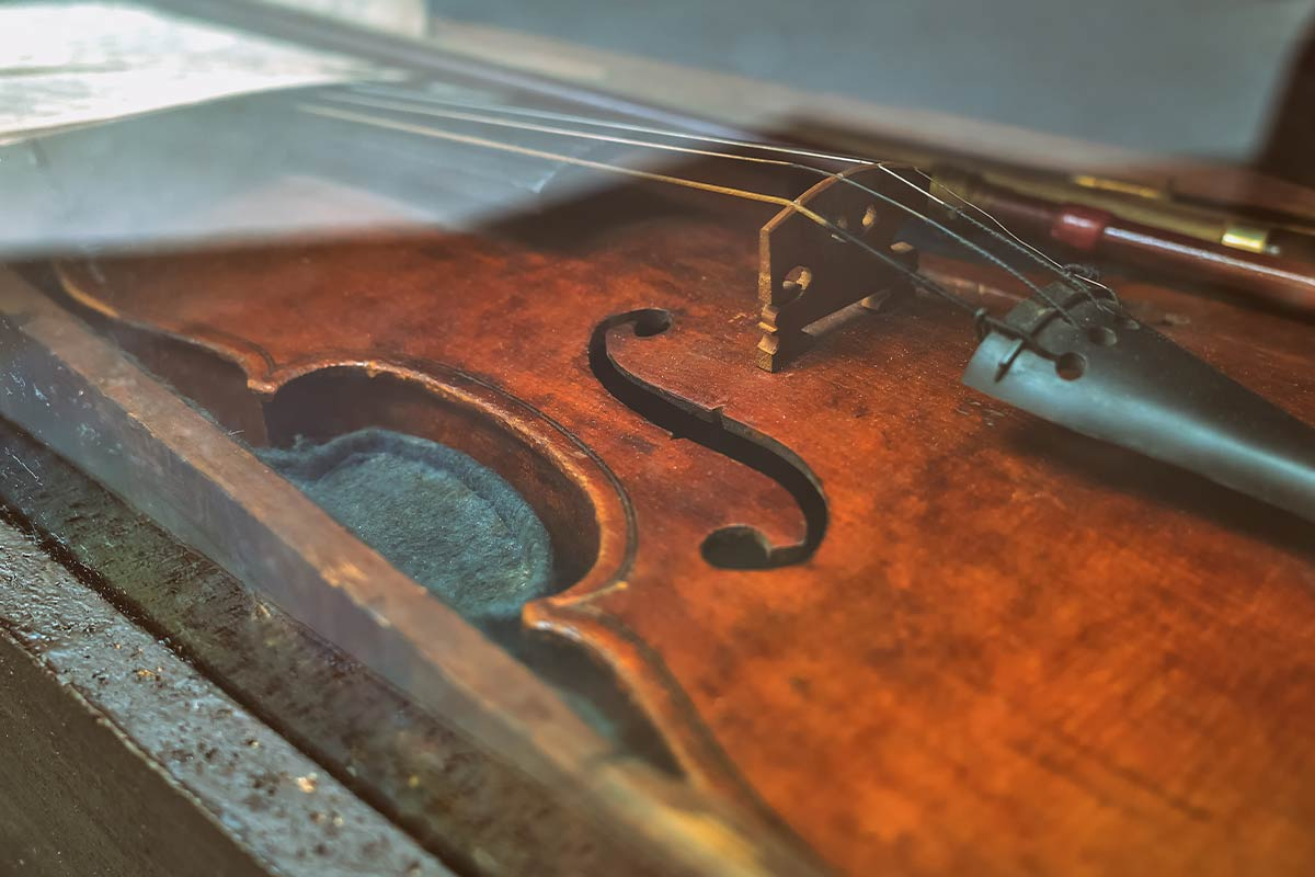 Close up of a violin from Tudor times in a display cabinet.