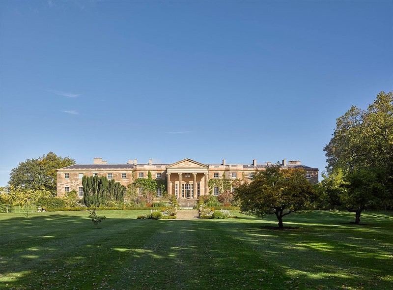 A front view of Hillsborough Castle and the gardens.