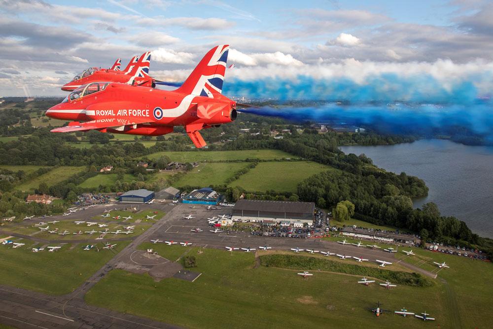 Red Arrows in flight.