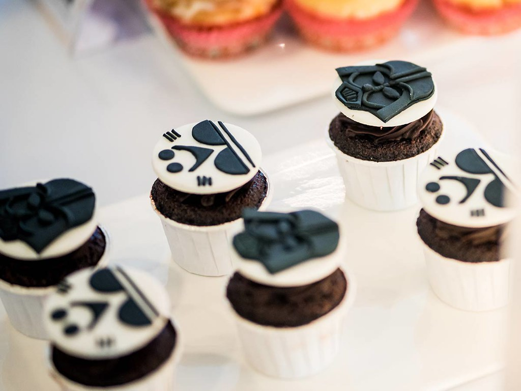 Storm Trooper Star Wars cupcakes.