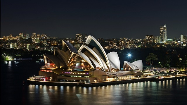 A fabolous photo of the majestic Sidney Opera House.