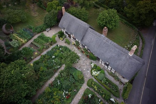 An image of Anne Hathaway's Cottage and garden from above.