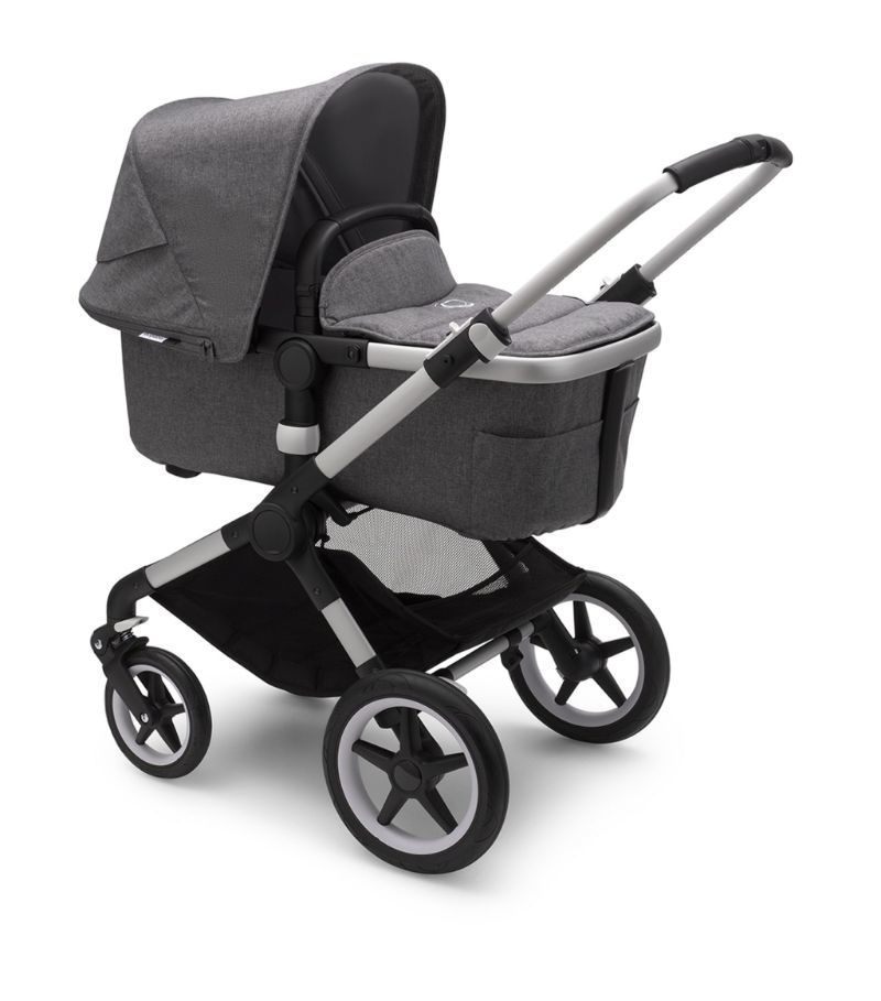 Elegant grey complete stroller for travel.