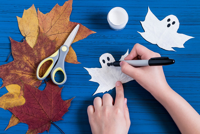 Making spooky Halloween decorations is super easy and quick and fun to do.