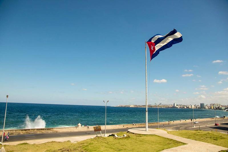 Cuban flag raised in a pole along the baywalk.