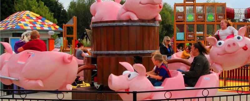 Families on the Giddy Piggies ride.