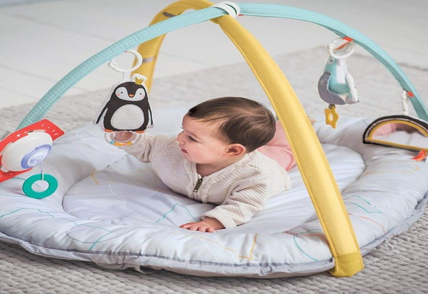 Adorable musical cosy gym perfect for newborn that helps development.