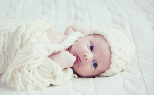 Try these beautiful palindrome baby names for your boy.