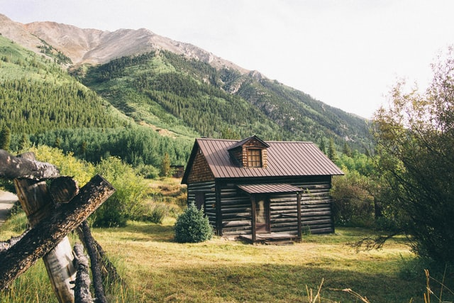 Unique cabin names are the perfect way to identify your vacation home.)