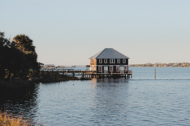 Choosing a popular name for your lake house increases your chances of being remembered.