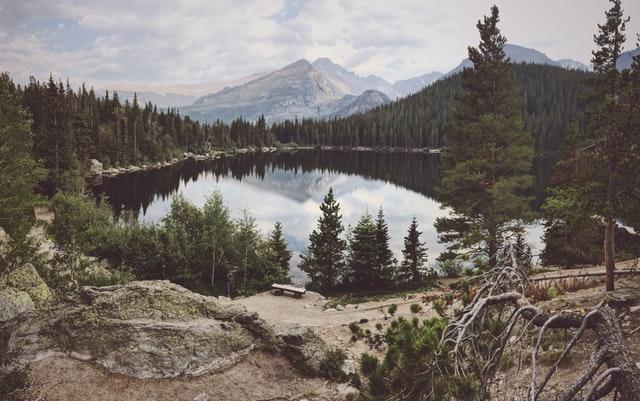 Colorado has an altitude of over 10,000 feet tall.