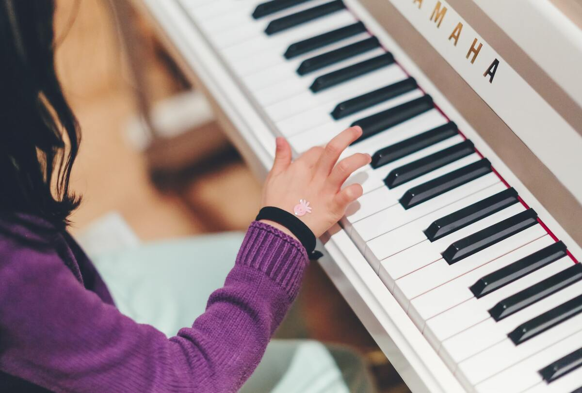 Cracking music lesson jokes is a great way to make the piano class even more fun.