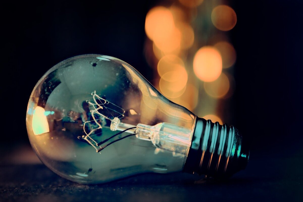 How light bulbs work is incredibly interesting.