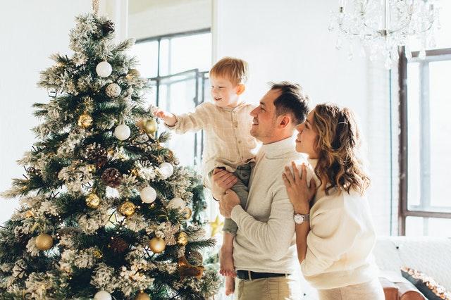 Christmas tree knock knock jokes can help relax and make really good Christmas jokes.