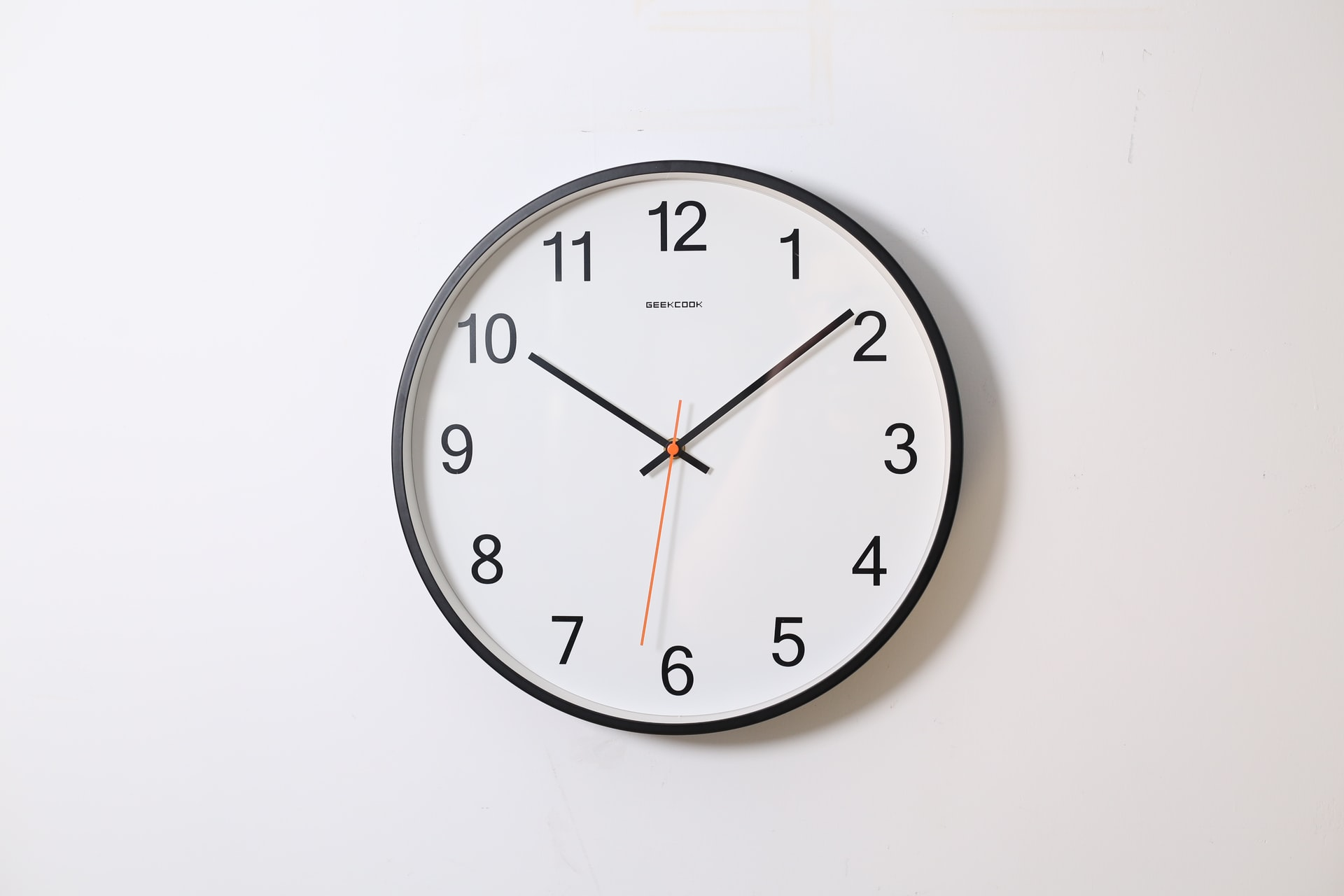 Kids will love some amusing jokes on clocks.