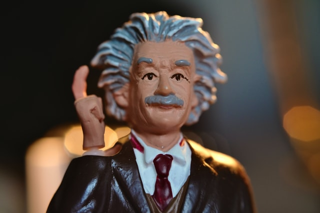 Albert Einstein had an IQ of 160 and clearly had a great mind and brain.