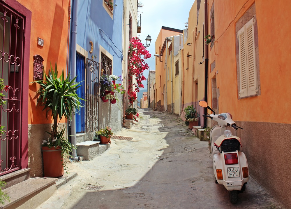 Italian proverbs show the richness of the place.