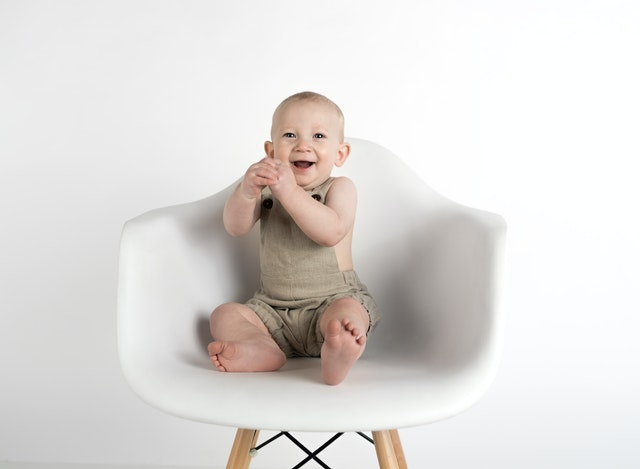 Snapping a good passport of your baby can be hard, make sure to use a plain background for your shoot!