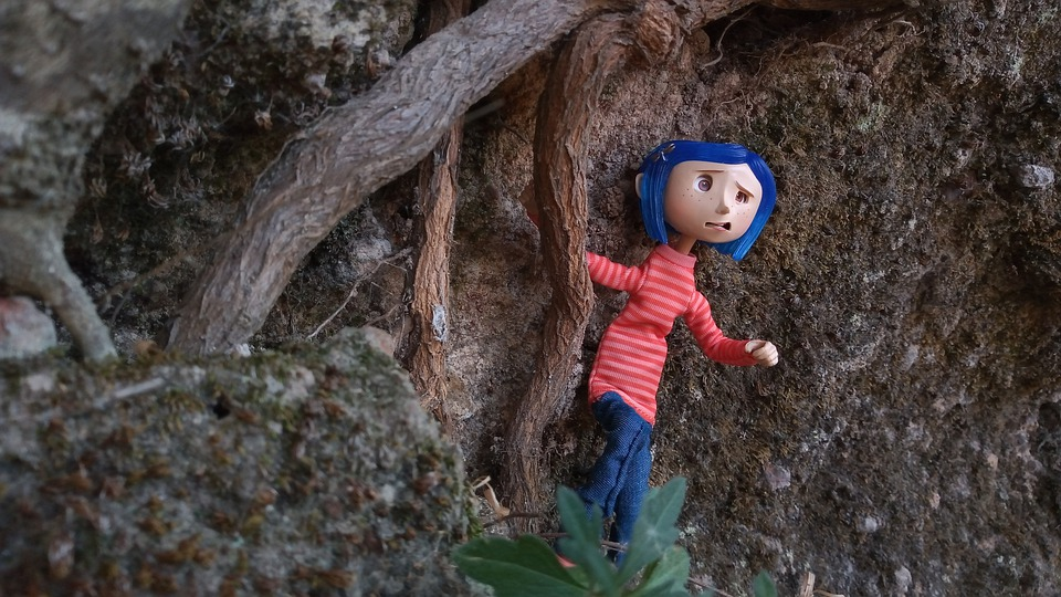 'Coraline' book quotes by Neil Gaiman will spook your heart.