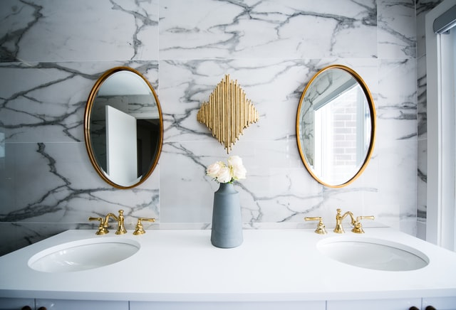 Great mirror quotes can boost your confidence.