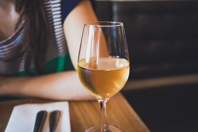 It is recommended that expectant mothers do not drink wine during pregnancy.