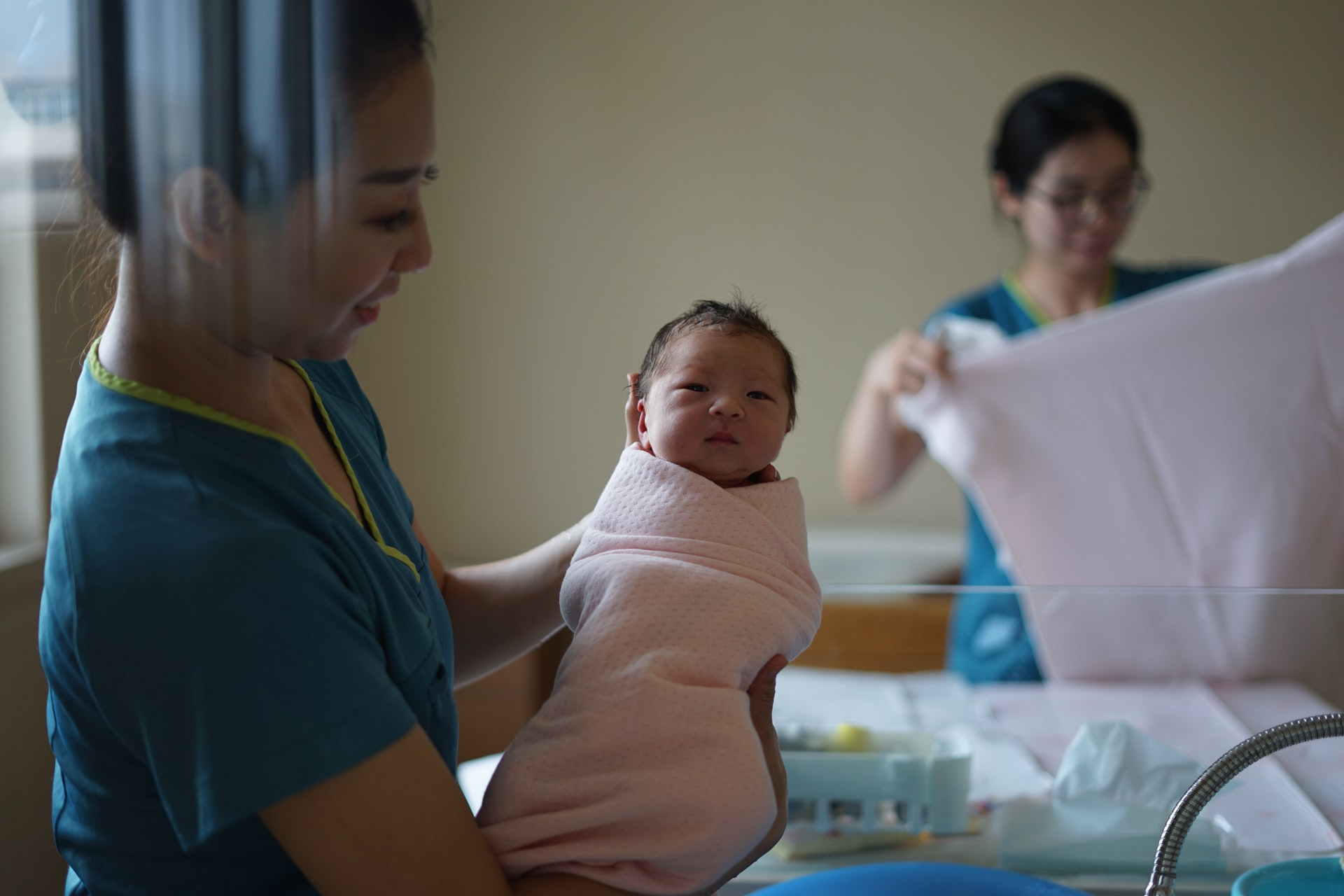 Choosing a midwife or doctor for your antenatal appointments is exciting for pregnant couples.