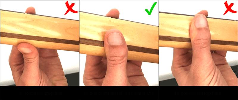 La position du pouce derrière le manche pour faire des accords barrés