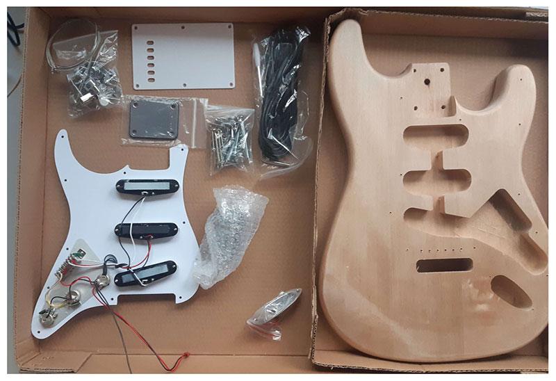 peinture accessoires plastiques guitare en kit stratocaster
