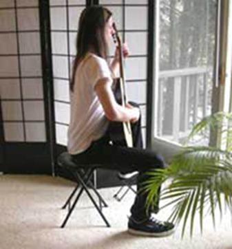 comment s'assoir avec une guitare
