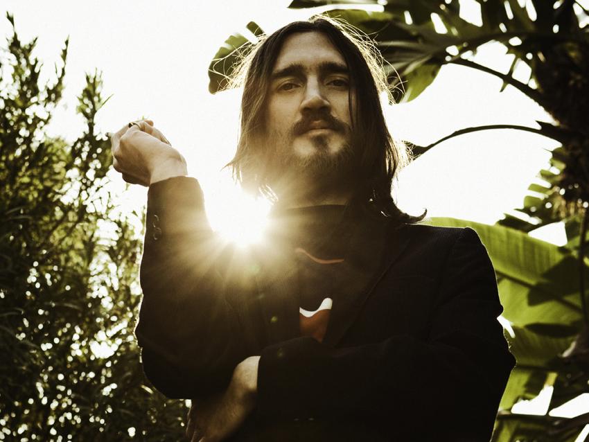 John Frustrante fait son grand retour sur Californication; charismatique, torturé et ex-addict aux opiacés... un vrai guitar hero !